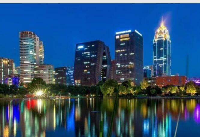 宁波市地标灯光秀拉菲7广告价格,宁波商务区灯光秀拉菲7广告发布