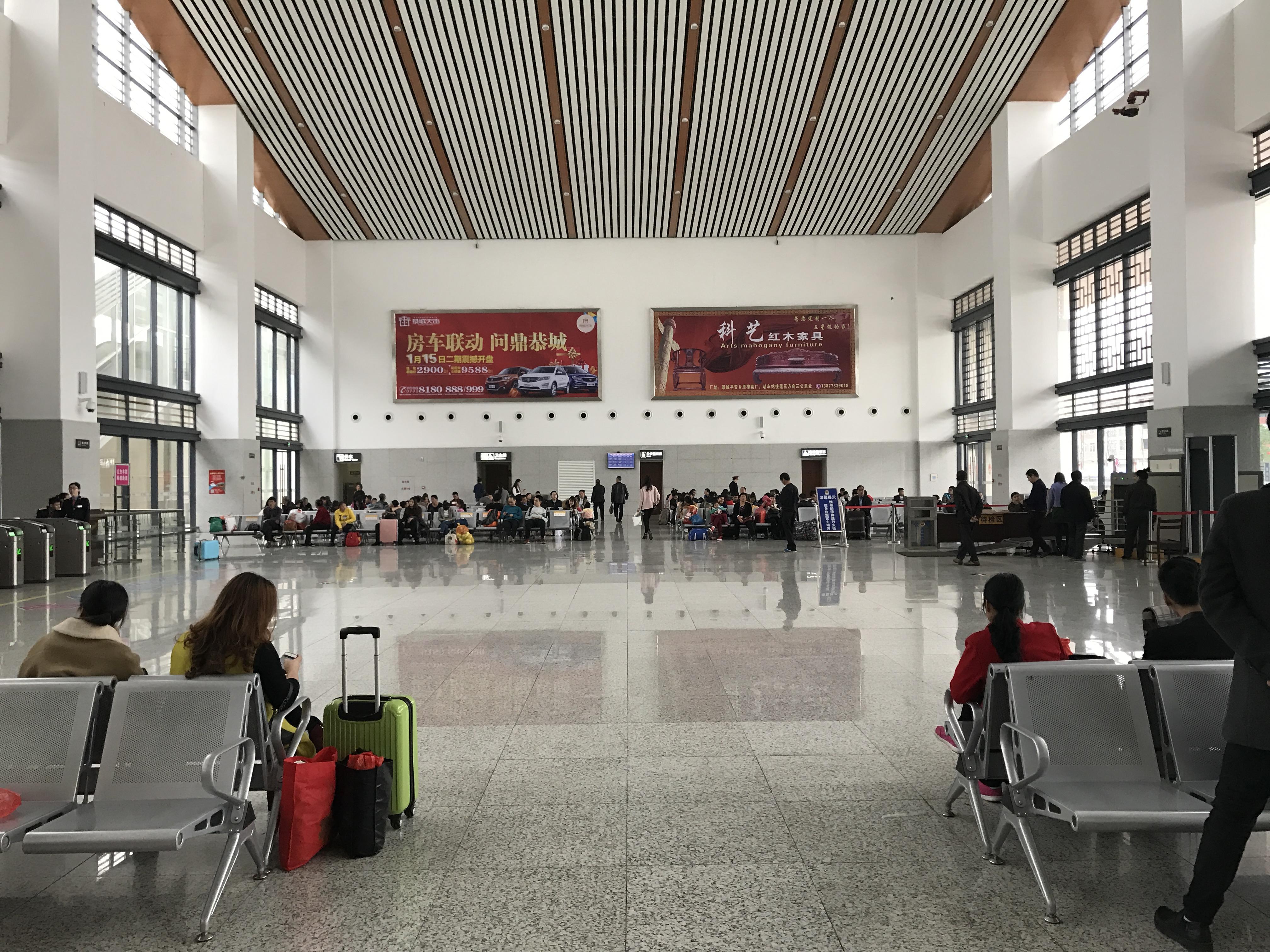 广西桂林市恭城站火车站高铁站候车大厅灯箱媒体广告位