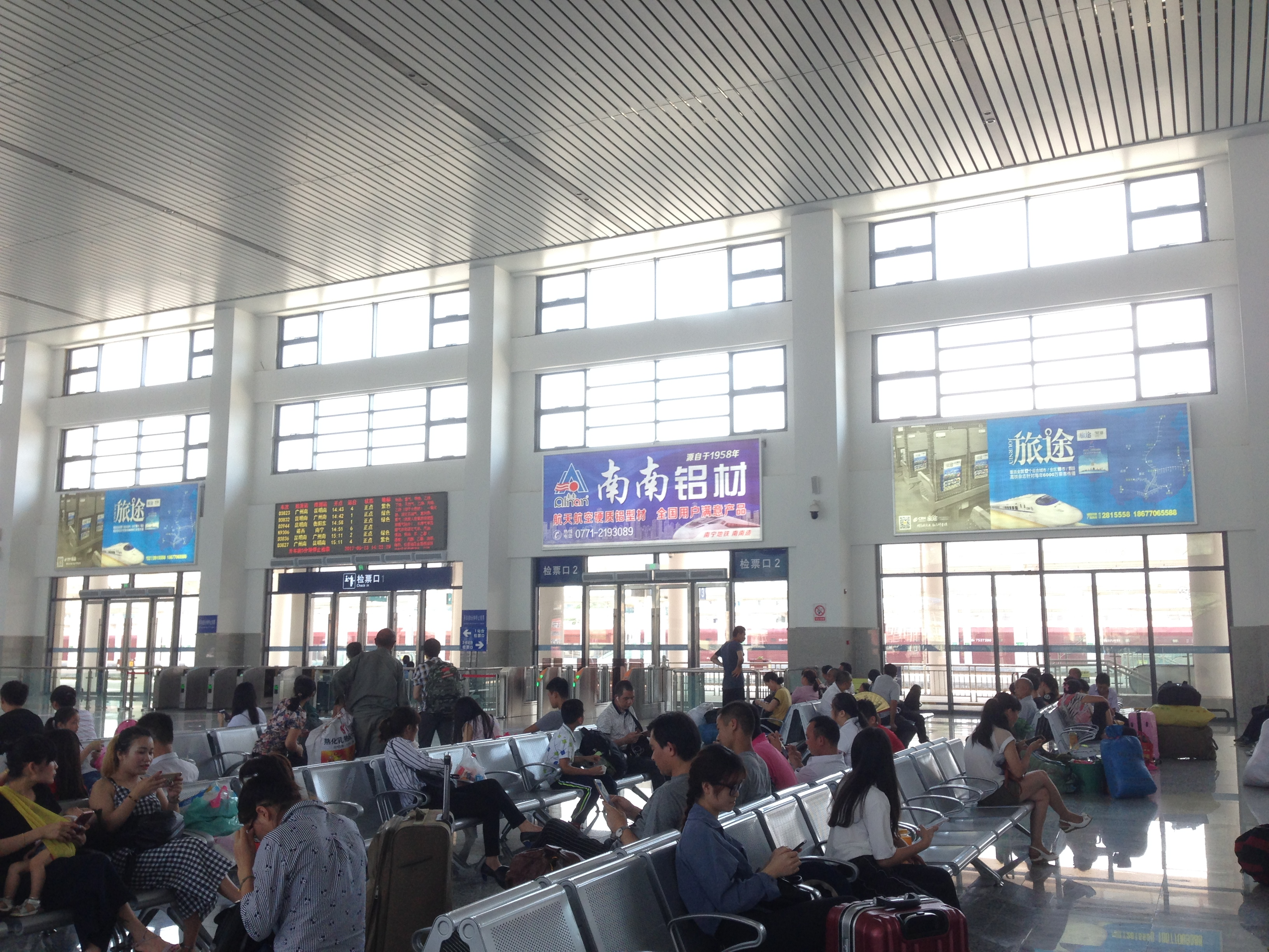 广西平果站火车站高铁站候车大厅灯箱媒体广告位