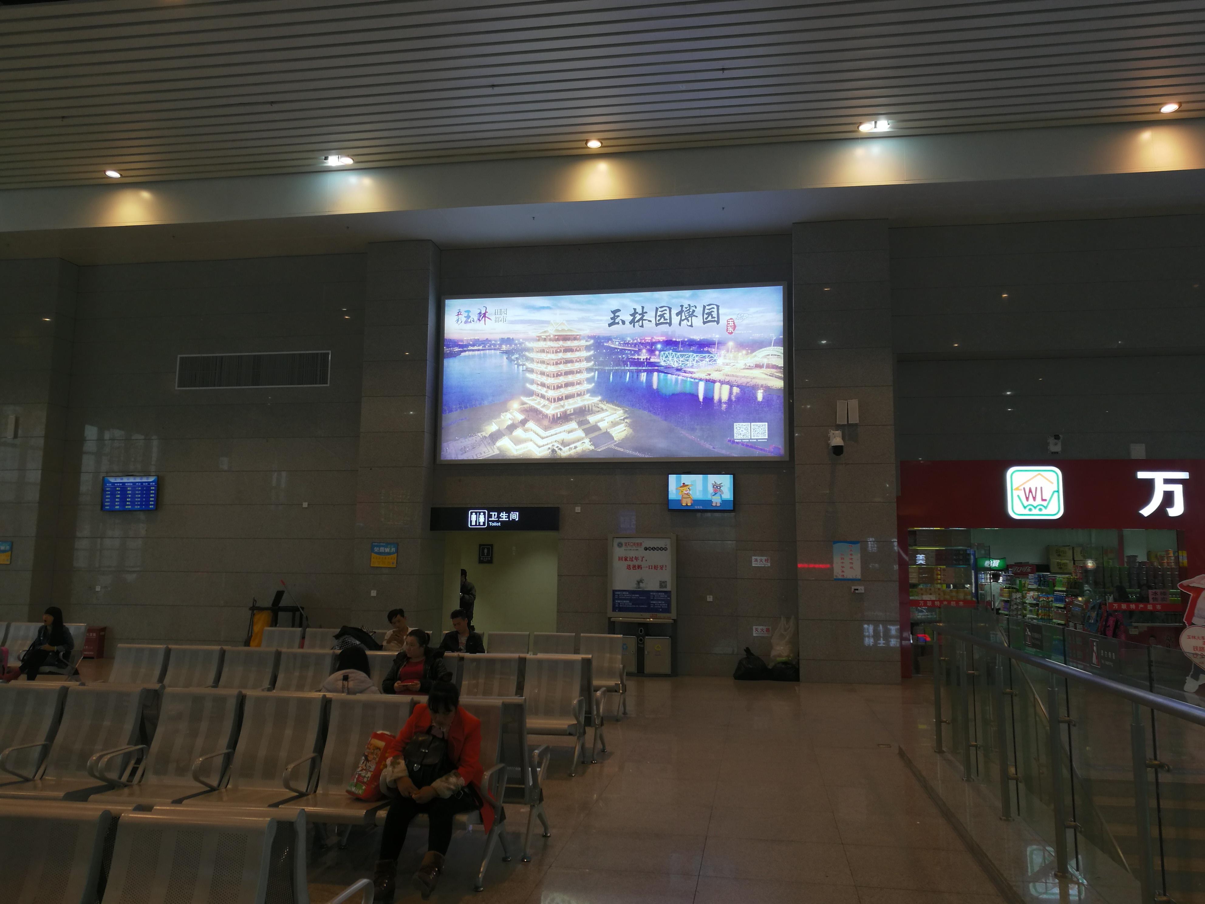 广西玉林市玉林站火车站高铁站候车大厅灯箱媒体广告位