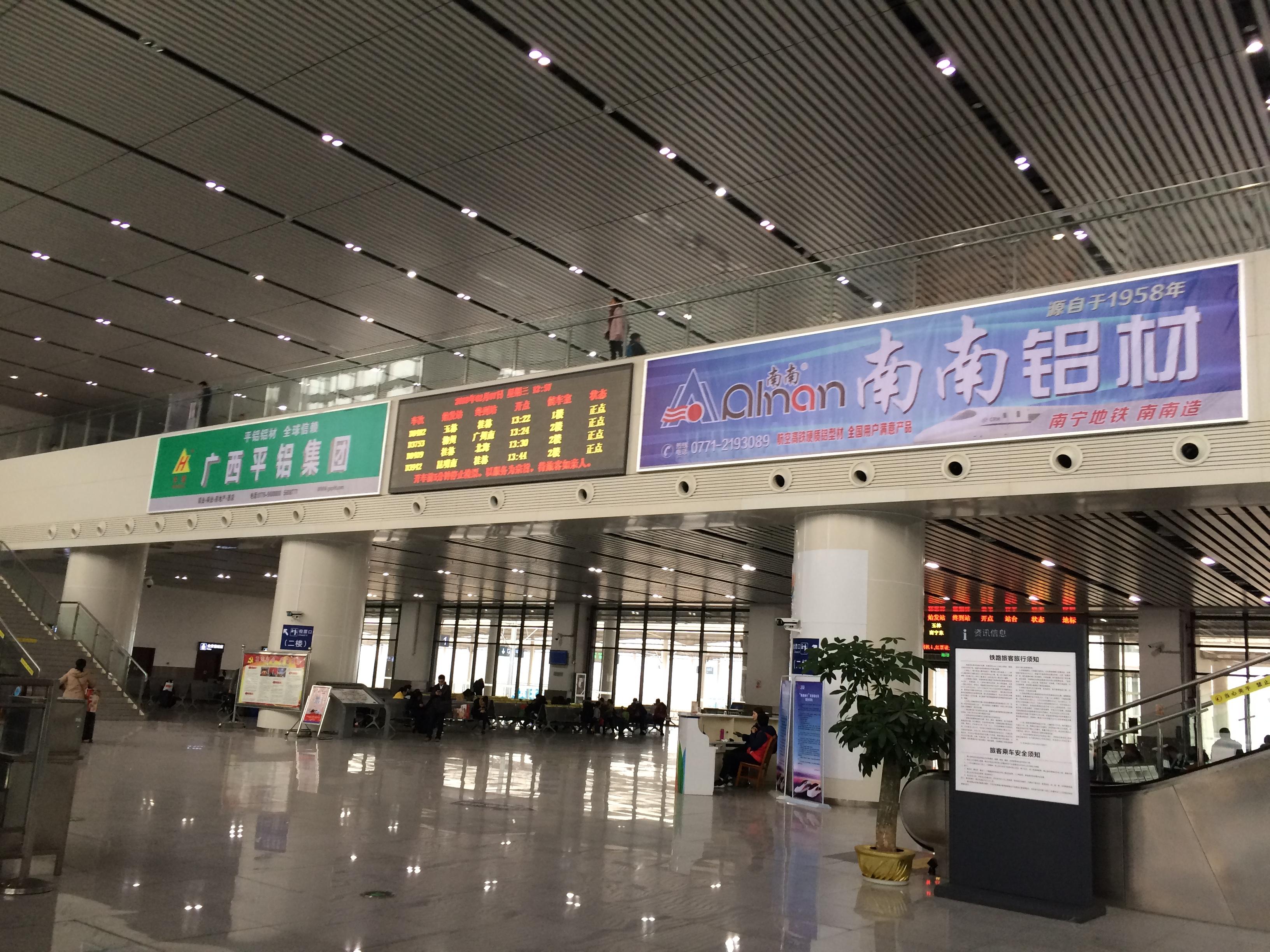 广西柳州市来宾北站火车站高铁站候车大厅灯箱媒体广告位