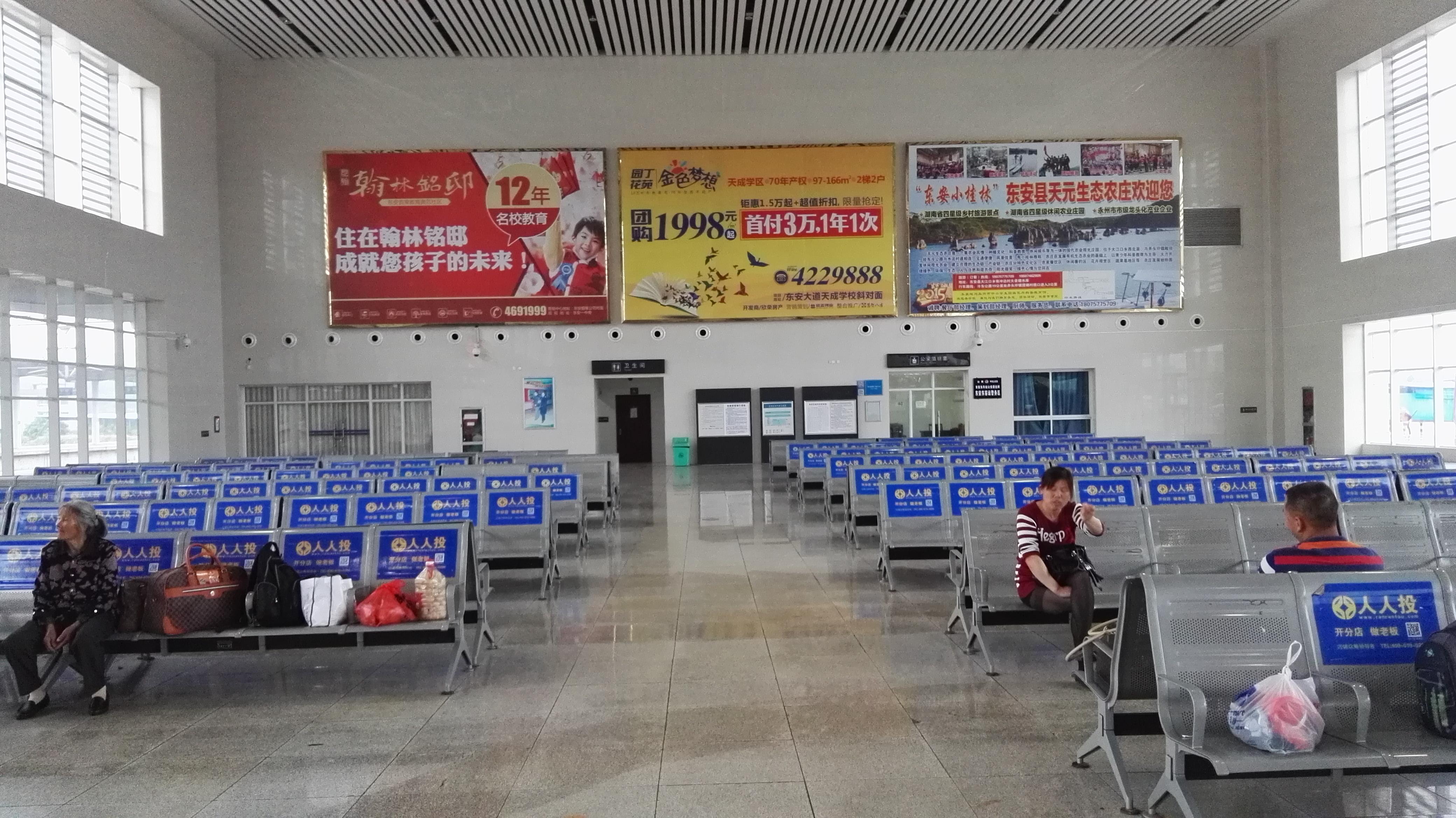 广西桂林市东安东站候车大厅灯箱媒体广告位