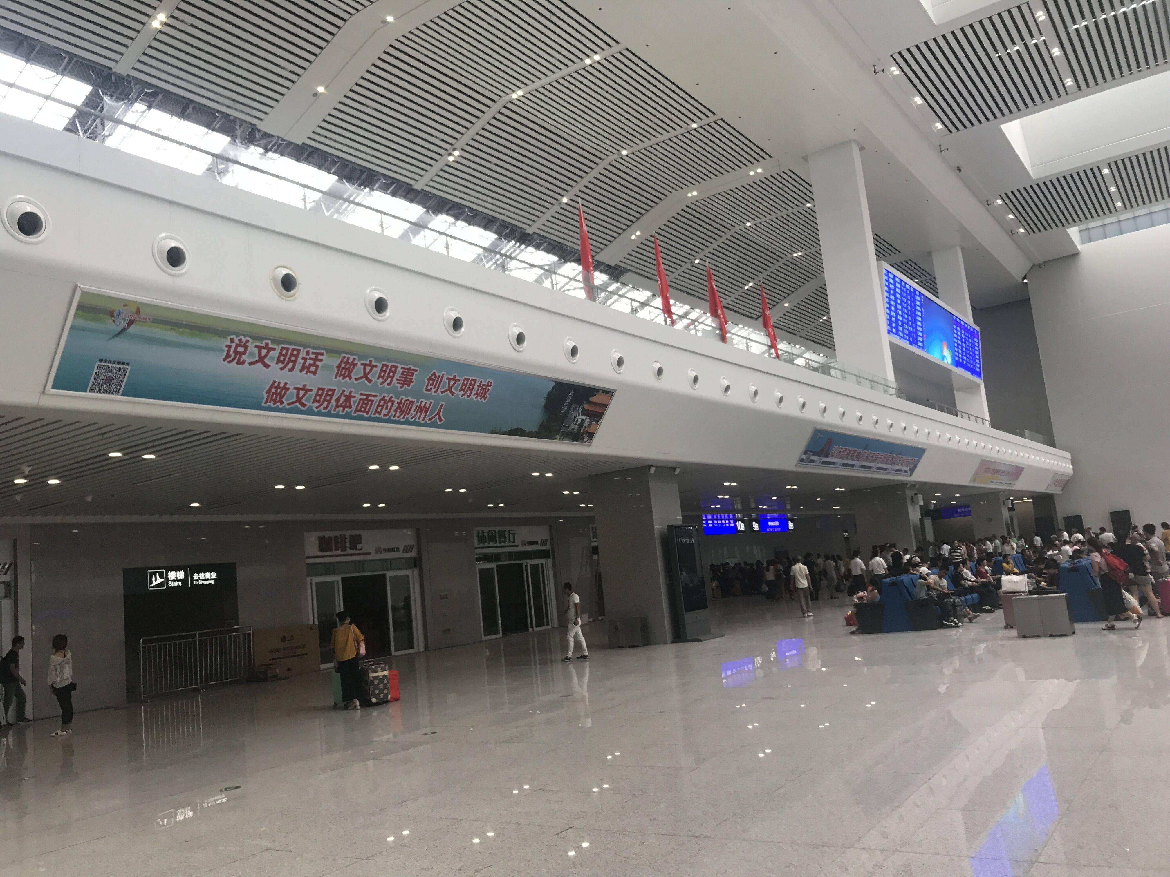 广西柳州市火车站高铁站候车大厅灯箱媒体广告位