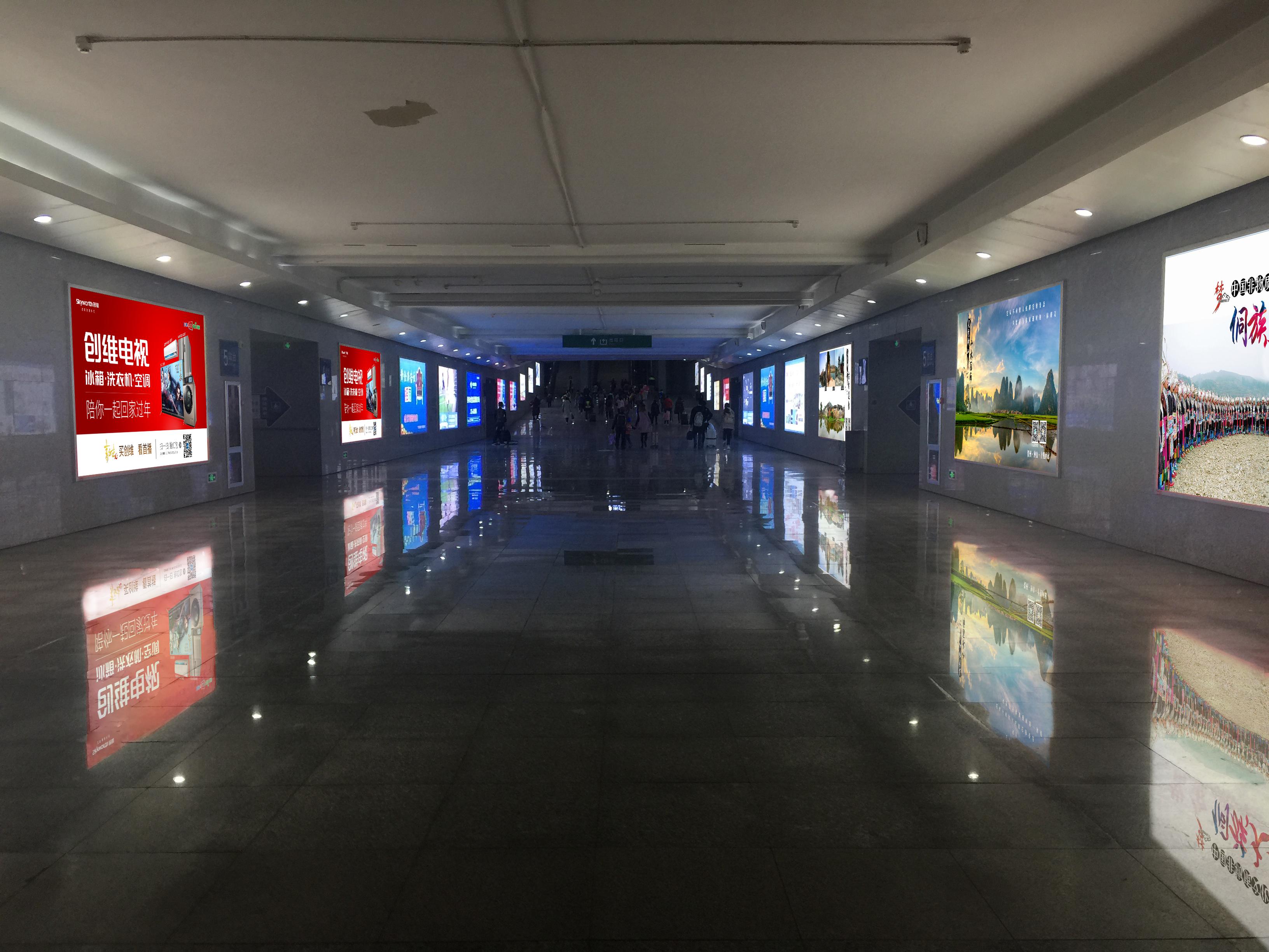 广西桂林市桂林北站火车站高铁站地下通道灯箱媒体广告位