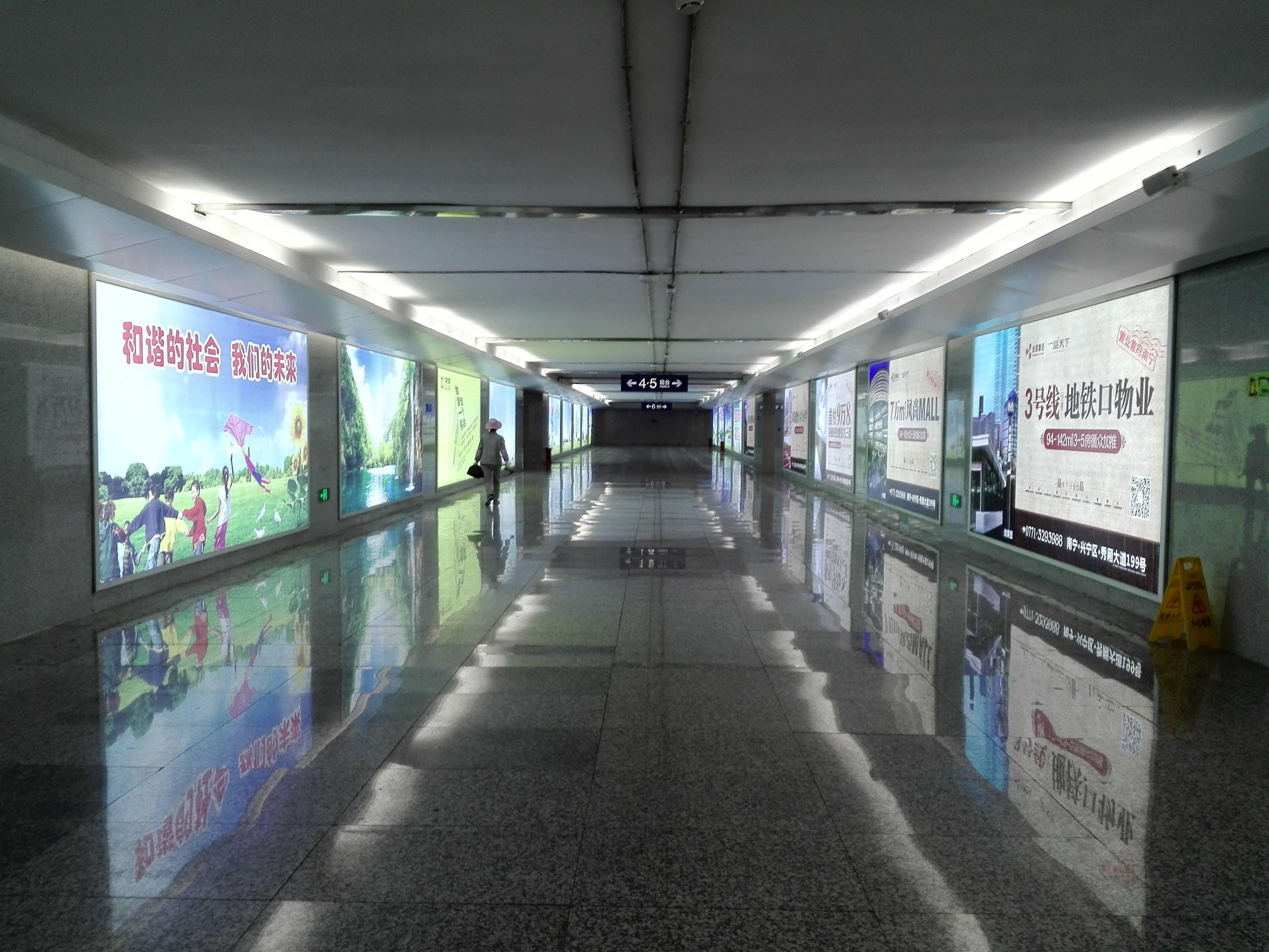广西平果站火车站高铁站地下通道灯箱媒体广告位