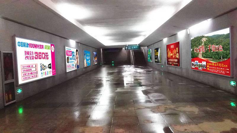 广西柳州市鹿寨北站火车站高铁站地下通道灯箱媒体广告位