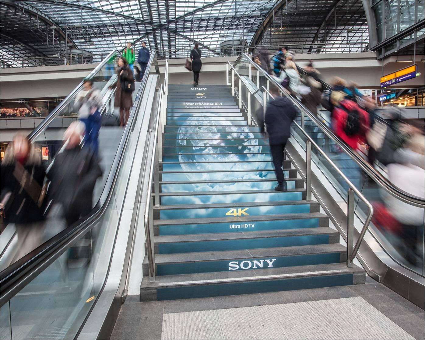 海外德国柏林中心火车站 楼梯广告