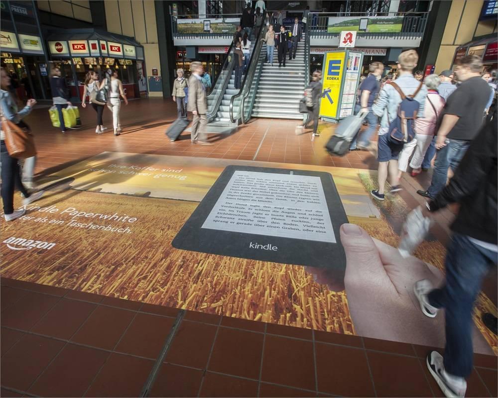 海外德国法兰克福中心火车站地面广告