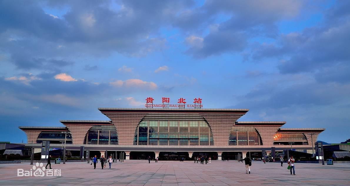 贵阳北站到达通道广告灯厢(时间:一个月)