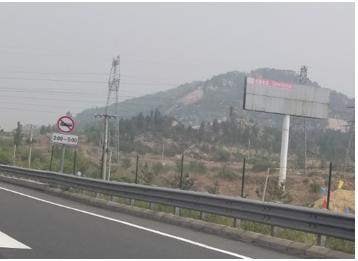 青兰高速莱芜东立交北侧广告