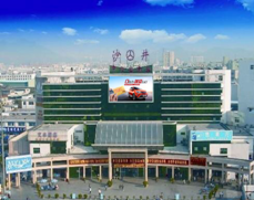 深圳沙井客运大楼正门入口上方玻璃外墙弧形广告位100平方米(半年年)