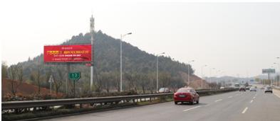 岳麓大道与黄桥大道汽车城出城方向左侧三面翻双面立柱广告位