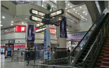 天河客运站首层大堂进口处四条立柱(半年)