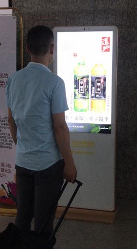 深圳沙井客运中心汽车站10个49寸落地屏(一周)