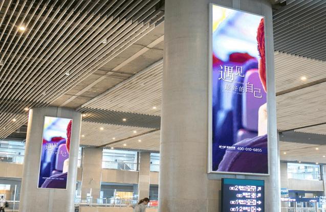 福州南站高铁进出站换乘大厅立柱灯箱广告(27~31、34一个月)