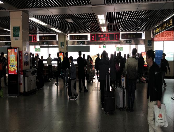 深圳市宝安汽车客运站5个49寸落地屏(一周)