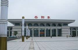 岳阳东站高铁站55吋候车厅LCD显示屏广告(4面)
