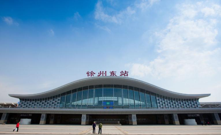 江苏高铁徐州东站LED大屏二楼进站闸机口上方(1块)
