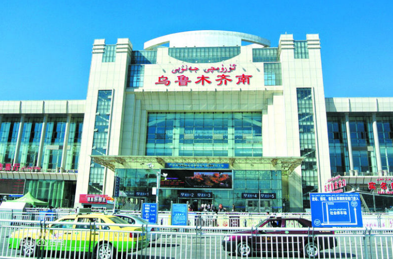新疆高铁乌鲁木齐南站LED大屏东进站口站外屏(1块)
