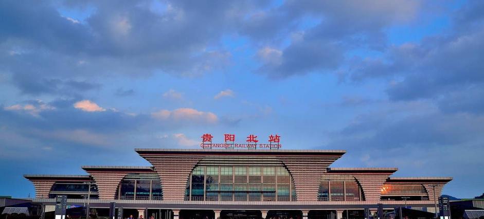 贵州高铁贵阳北站LED大屏候车厅进站广场正面上部(2块)