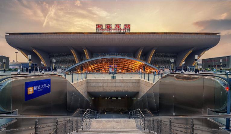 河北高铁石家庄站LED大屏候车大厅中央(4块)