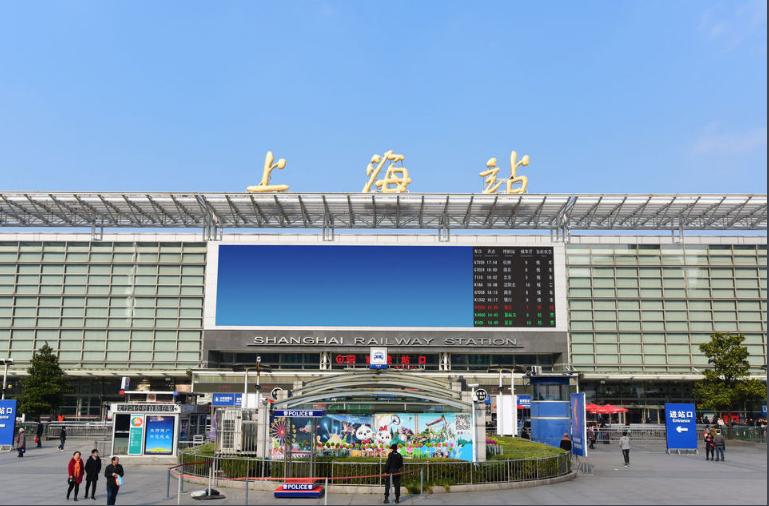 上海高铁虹桥站LED大屏南进站厅中央通道(1块)