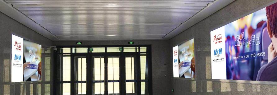 沈阳西站出站厅灯箱广告(一个月)