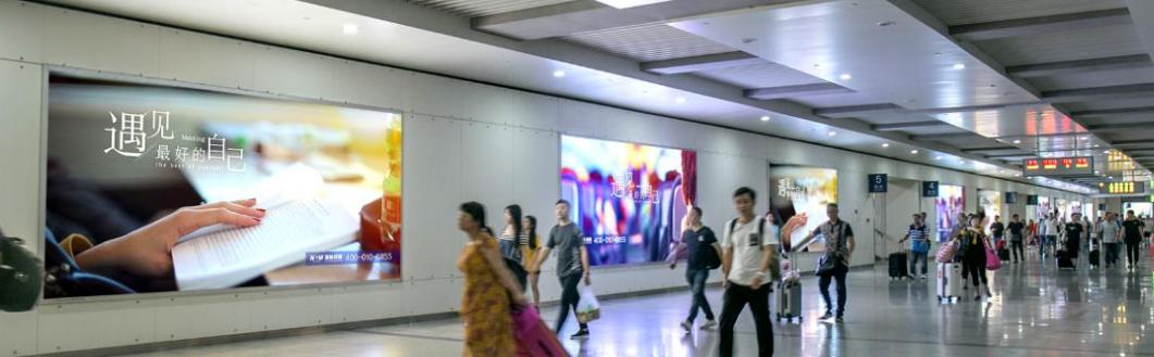 福州南站高铁进站通道套装灯箱广告(1/5一个月)