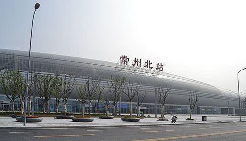 江苏高铁常州北站LED大屏候车大厅中央通道(4块)