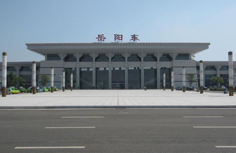 湖南高铁岳阳东站(5A级景区)LED大屏 进站安检口,扶梯中间(旅客信息两侧)(2块)