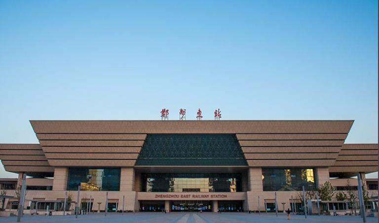 河南高铁郑州东站LED大屏候车大厅北进站安检口(2块)