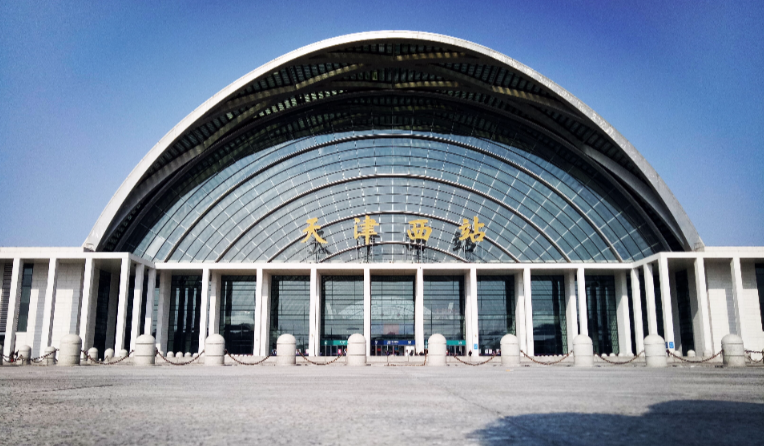 天津高铁天津西站LED大屏高架候车层西侧(2块)