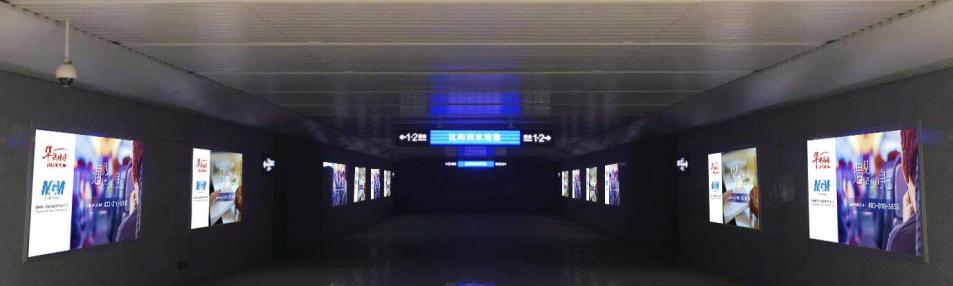 沈阳西站进站通道灯箱广告(一个月)