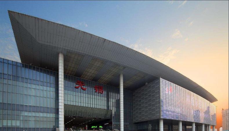 江苏高铁无锡站LED大屏进站大厅安检口上方(1块)
