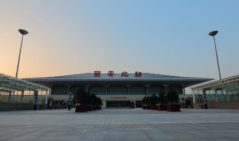 陕西高铁西安北站LED大屏候车大厅中部(东西向)(2块)