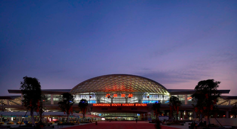 广州高铁南站LED大屏一层中央通道进出站换乘区 (8块)
