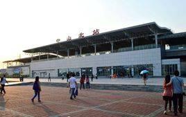 中山北站高铁站105吋LED显示屏广告(4面)
