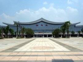 衡阳东站高铁站候车厅55吋LCD显示屏广告(4面)