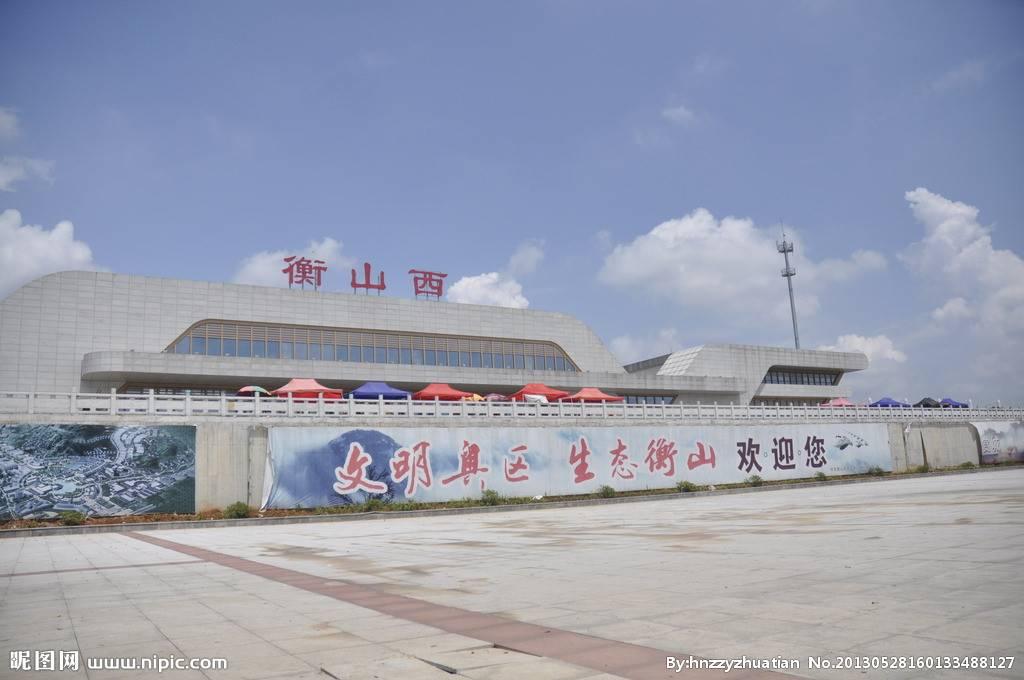 衡山西站高铁站候车厅55吋LCD显示屏广告(3面)