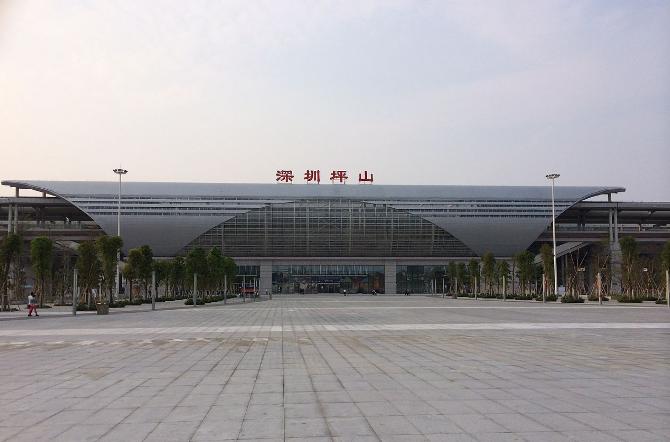 深圳高铁深圳坪山站LED大屏候车大厅中央南(2块)