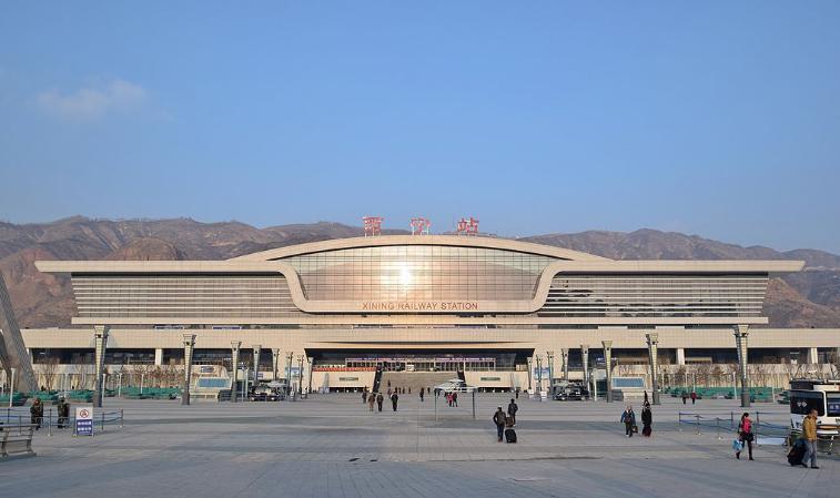 青海高铁西宁站LED大屏西进站口(背面 朝进站口)(2块)