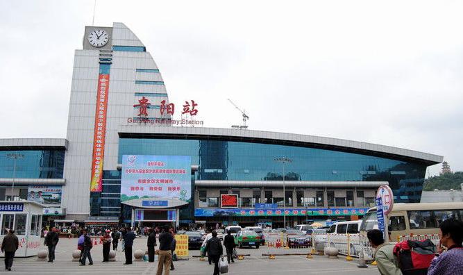 贵州高铁贵阳站LED大屏候车厅进站口上方外立面(1块)