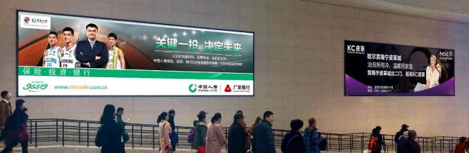 哈尔滨站南北主站房方向出站两侧灯箱广告(一个月)