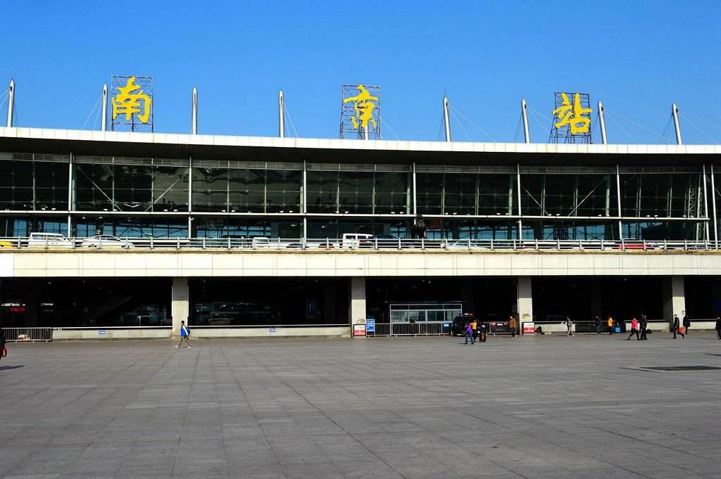 江苏高铁南京站LED大屏南京站南进站安检口上方(1块)