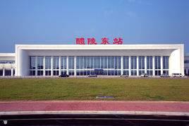 醴陵东站高铁站候车厅105吋LED 显示屏广告(4面)