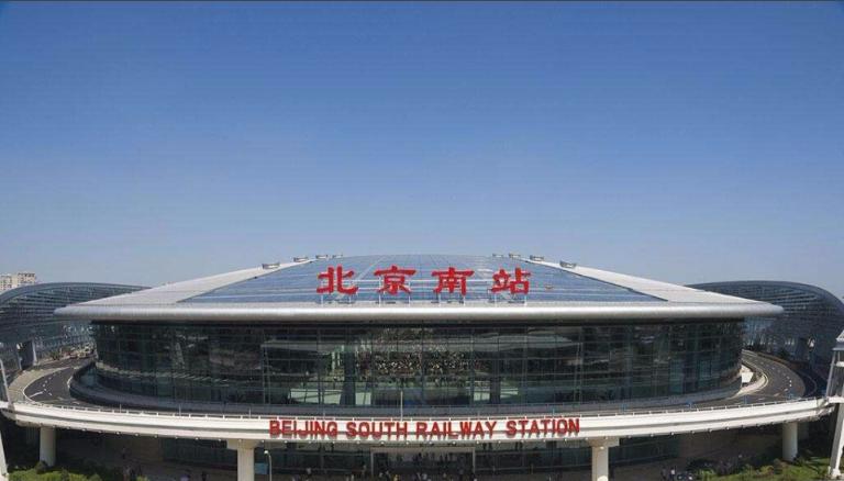 北京高铁南站候车厅LED大屏矩阵式西进站口上方 (4块)