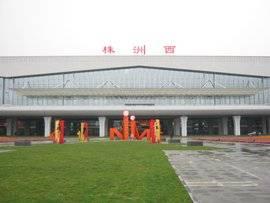株洲西站高铁站候车厅55吋LCD显示屏广告(5面)