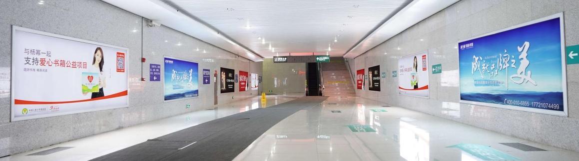 郁南站进出站通道两侧灯箱广告(一个月)