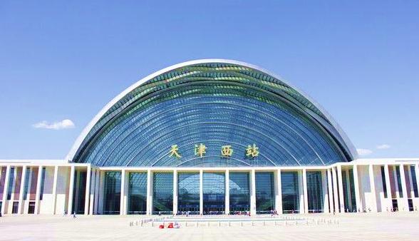天津西站高铁站候车厅139寸LED屏广告(6台12个面)