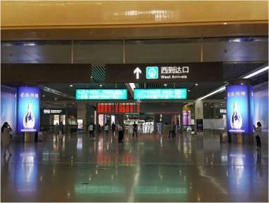 山西太原南站(高铁站)出站大厅灯箱广告
